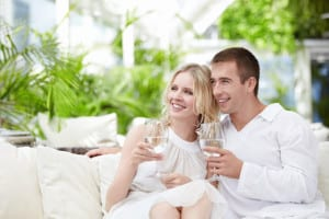 Couple drinking filtered water 4396841T